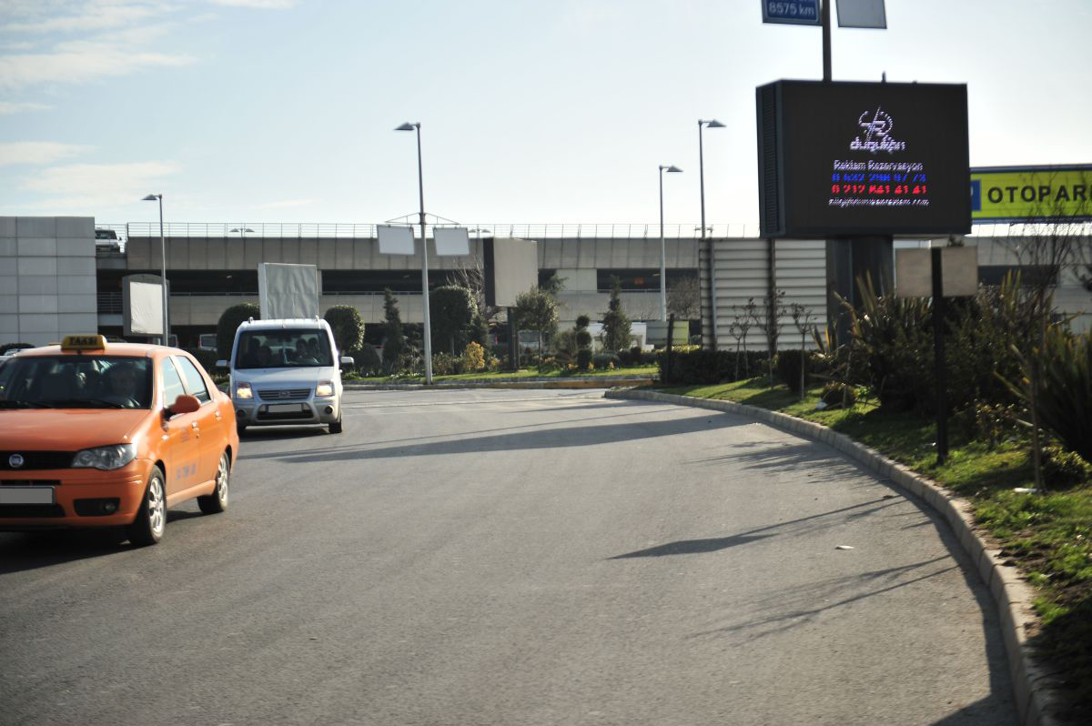 Durukan Advertising Ataturk Airport LED Screen L-01